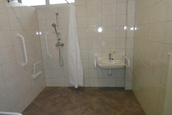 Remont sanitariatów i szatni z przystosowaniem dla osób niepełnosprawnych w sali gimnastycznej Zespołu Szkół nr 2 w Aleksandrowie Kujawskim