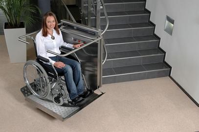 Rozbudowa budynku SP Spec. Nr 4 w Aleksandrowie Kuj. o platformę zewnętrzną dla osób niepełnosprawnych z robotami towarzyszącymi